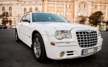 Chrysler C300 Белый